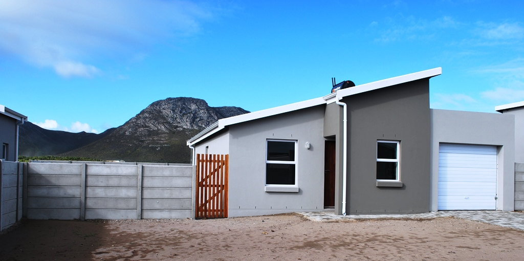 2 BedroomHouse For Sale In Gansbaai