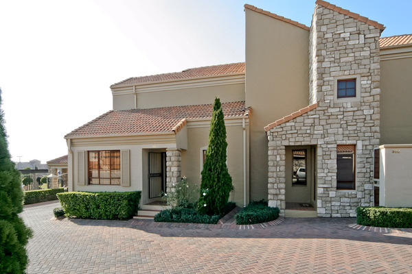 Stylishly Furnished 2 Bedroom 1 Bathroom Apartment in Lonehill Village Estate