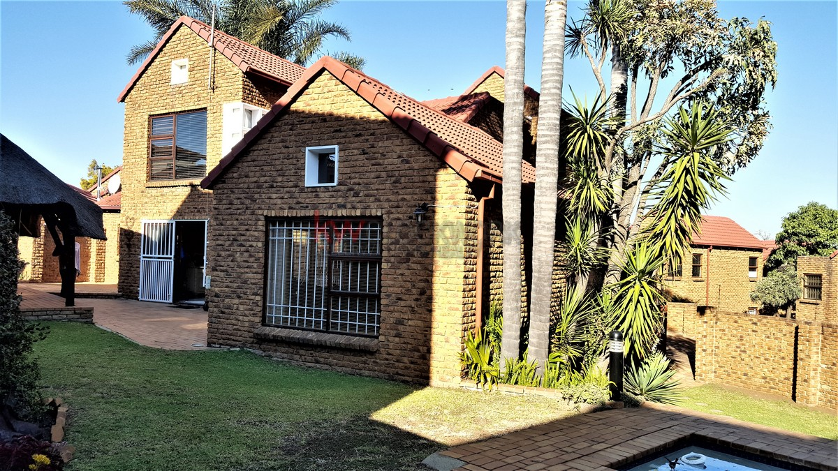 3 Bedroom Townhouse for sale in Bassonia ENT0044188 : photo#0