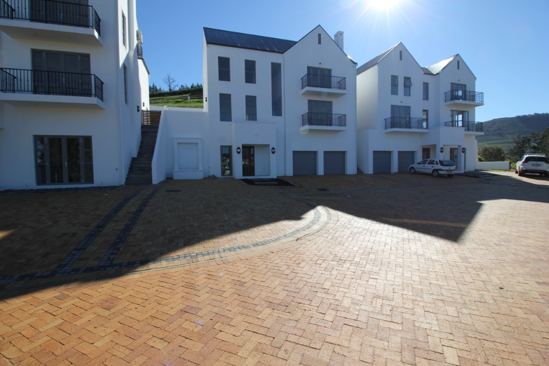 Brand New House in Weltevreden Hills