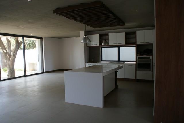 Brand new luxury upmarket apartment in the heart of Lynnwood/ Menlo Park, Pretoria