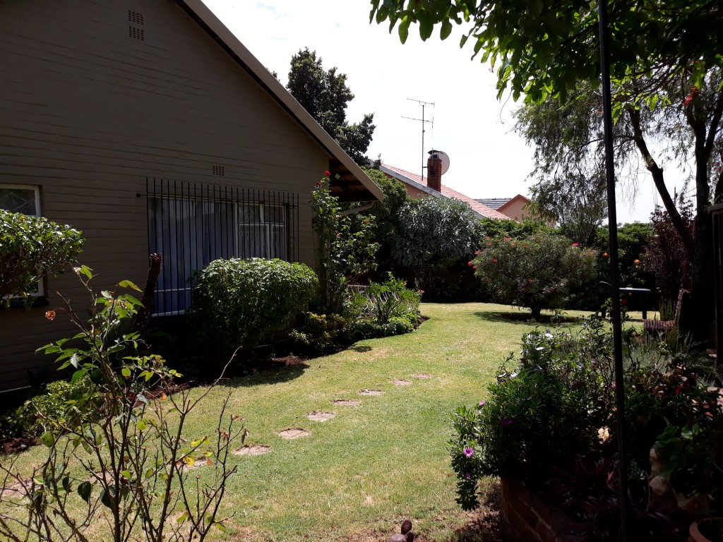 3 Bedroom House for sale in South Crest ENT0083774 : photo#0