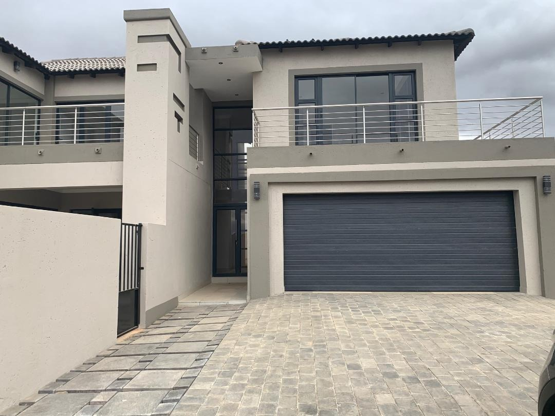 Newly Build Family Home with Flatlet