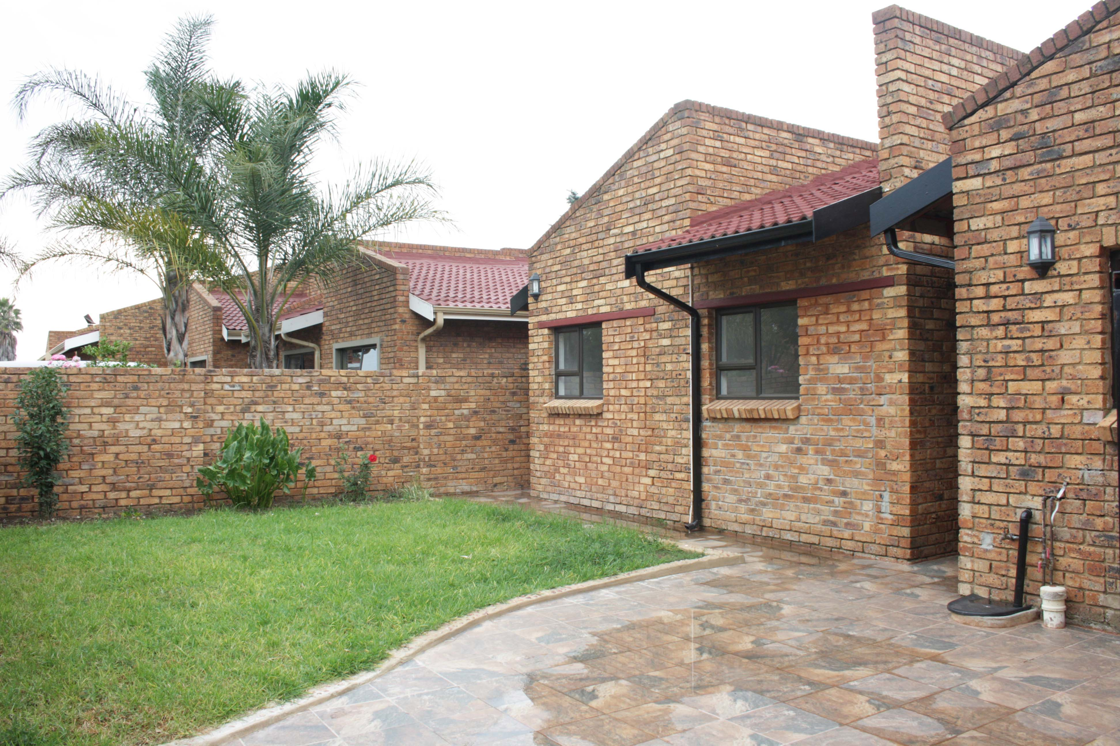 3 BedroomTownhouse For Sale In Ravenswood