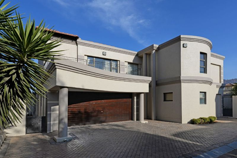 5 BedroomCluster For Sale In Morning Hill