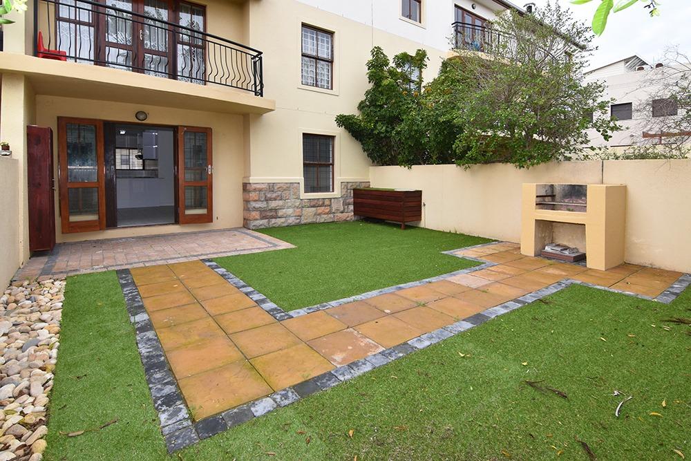 2 Bedroom Ground floor apartment with garden