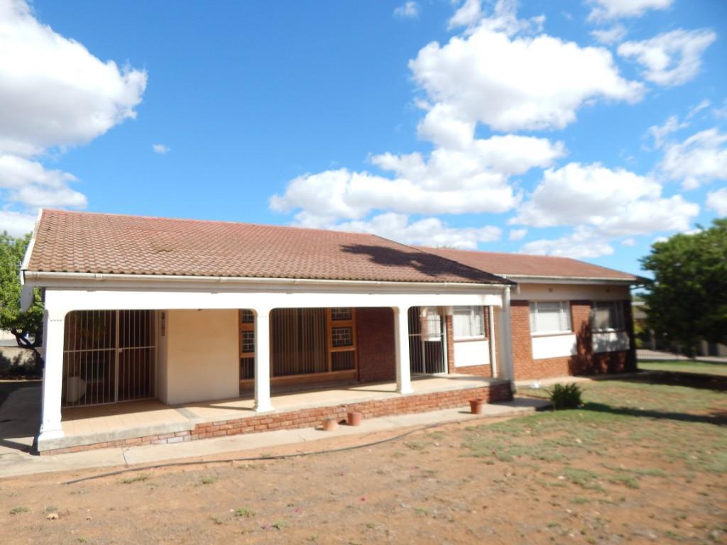 3 BedroomHouse For Sale In Oudtshoorn