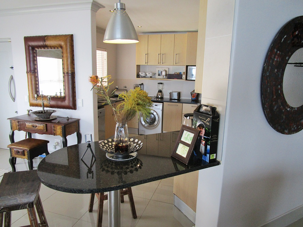 NEWLY RENOVATED 4 BEDROOM PENTHOUSE.