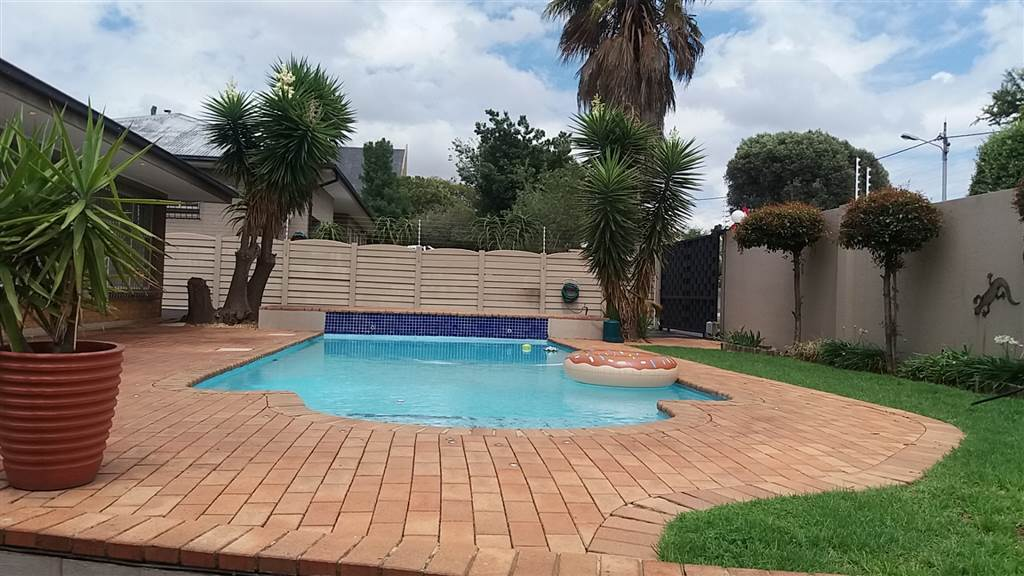 3 Bedroom House for sale in South Crest ENT0081637 : photo#0