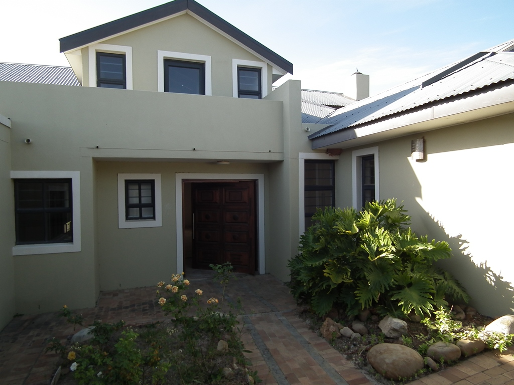 4 Bedroom House For sale in Fernwood Estate
