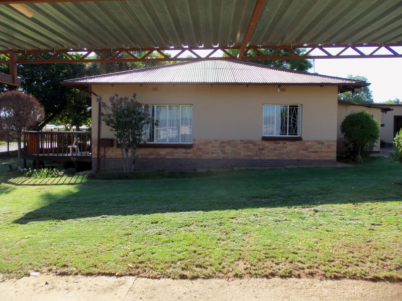 Corner stand 3 bedroom home with swimming pool, offices and workshop in Mountain View.