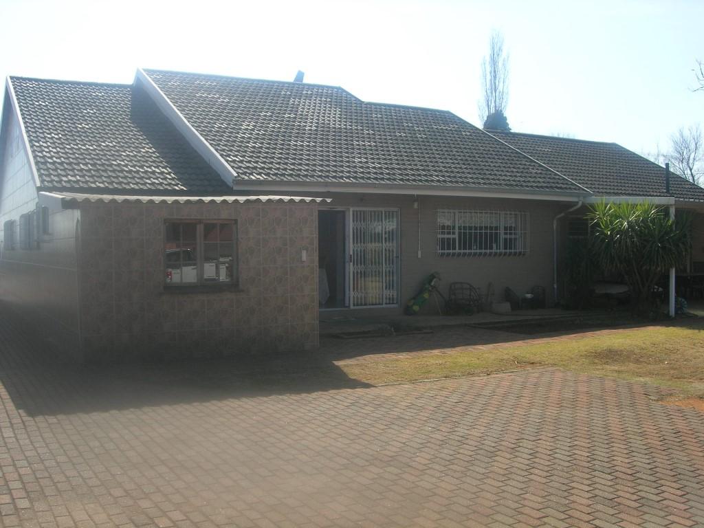 4 BedroomHouse For Sale In Klipriver