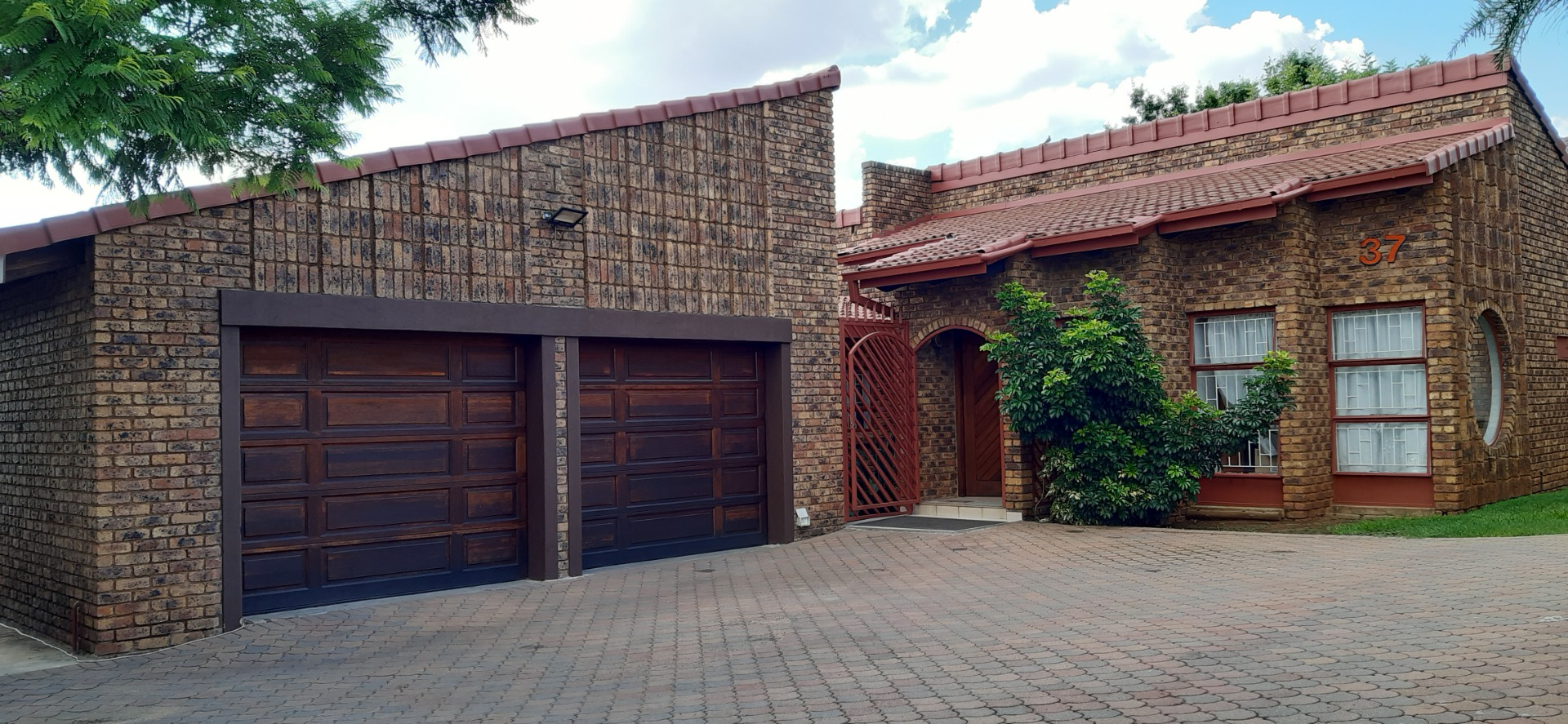 3 Bed Home with Flatlet