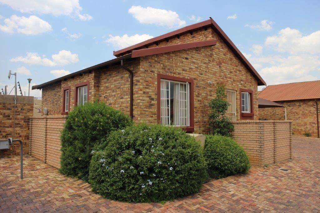 Modern townhouse in a secure estate