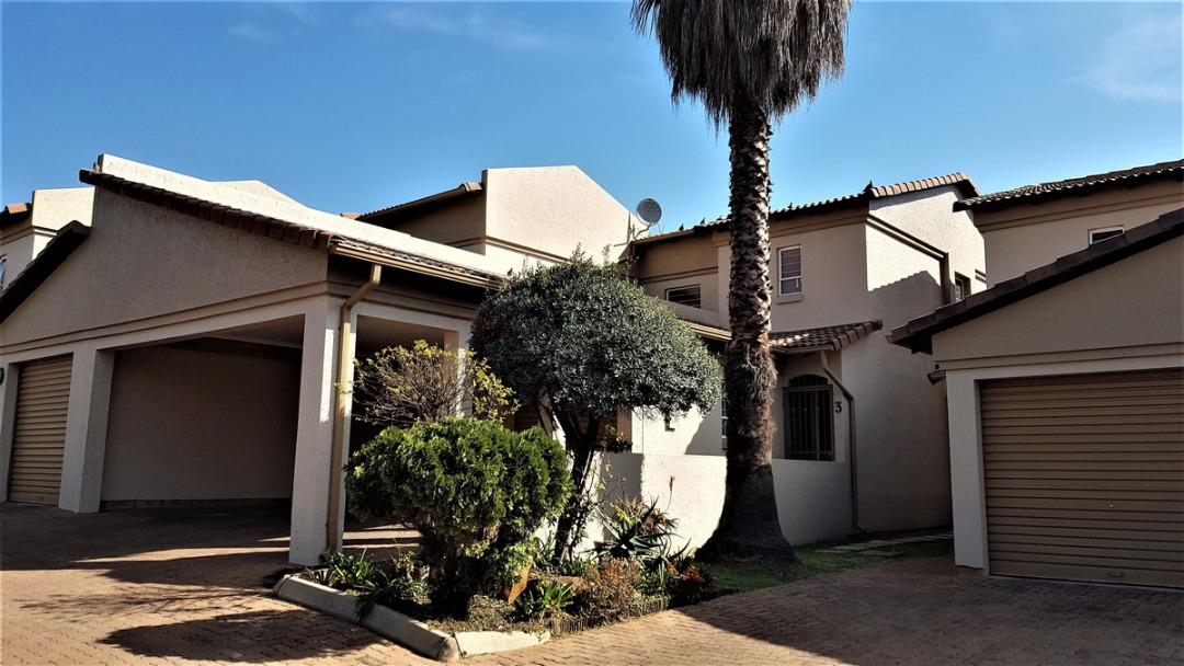 3 Bedroom Town House for Sale in Meyersdal