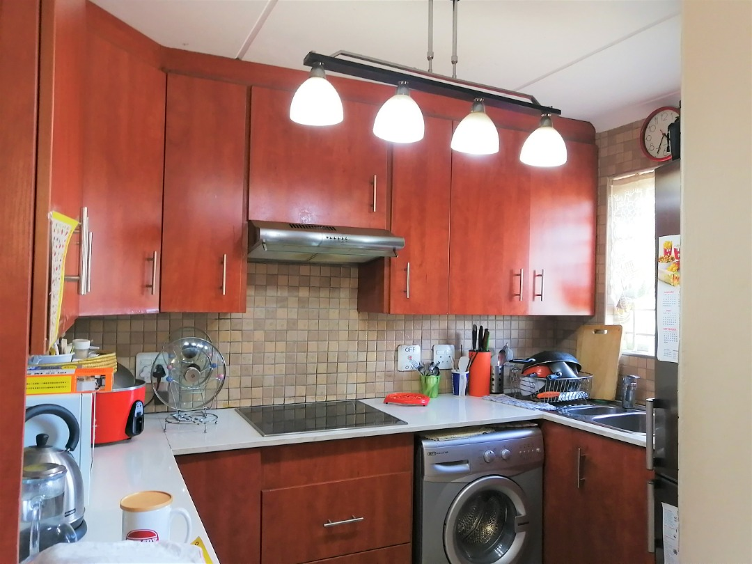 Exquisite Townhouse in  Sought after Sunninghil