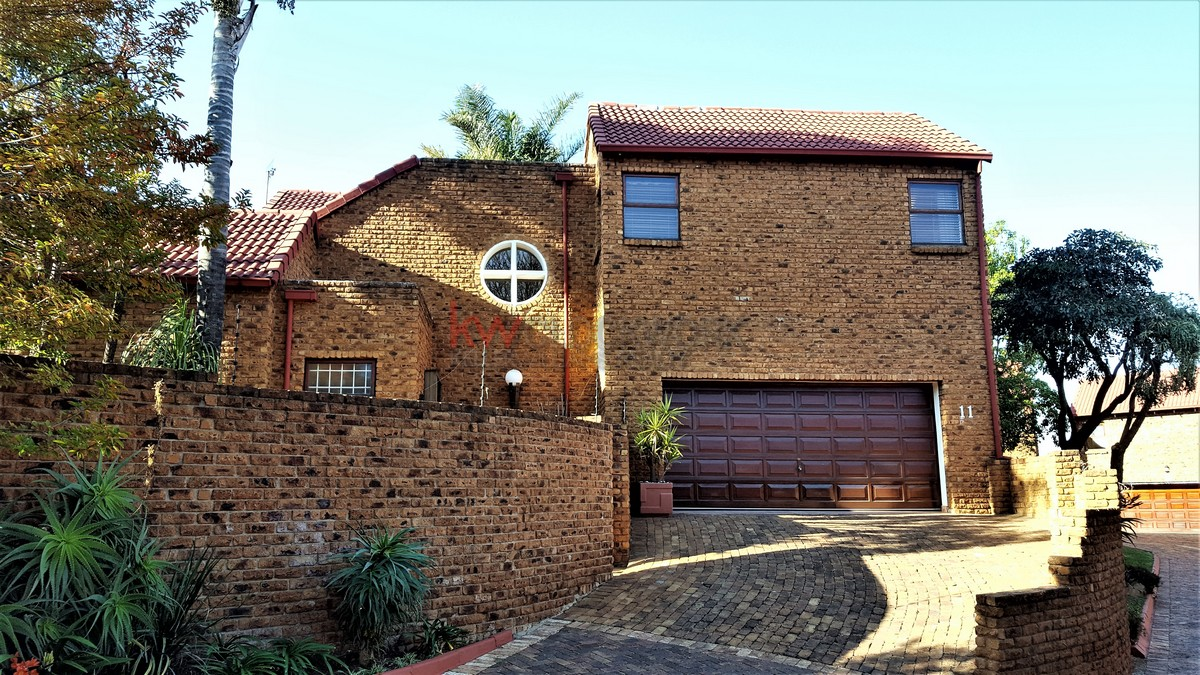 3 Bedroom Townhouse for sale in Bassonia ENT0044188 : photo#1