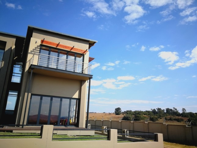 Newly Build Masterpiece in Copperleaf Golf Estate