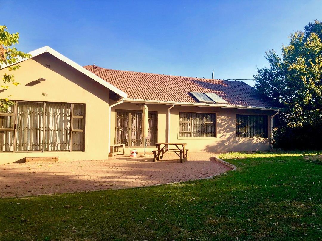 4 BedroomHouse For Sale In Mondeor