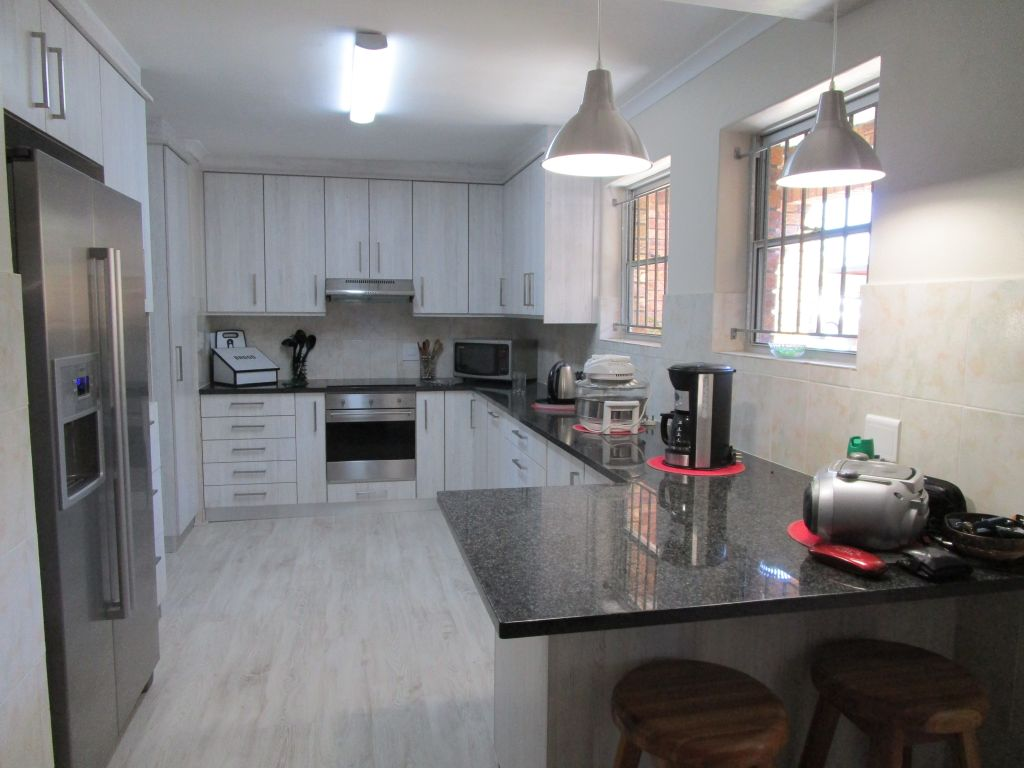 Full Title 3 bedroom town house for sale in sought after Vergesig