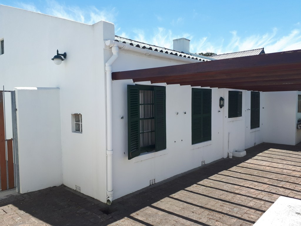 4 BEDS, 3 BATHS, PLUS FLATLET, POTENTIAL GUESTHOUSE OR HOLIDAY ACCOMMODATION