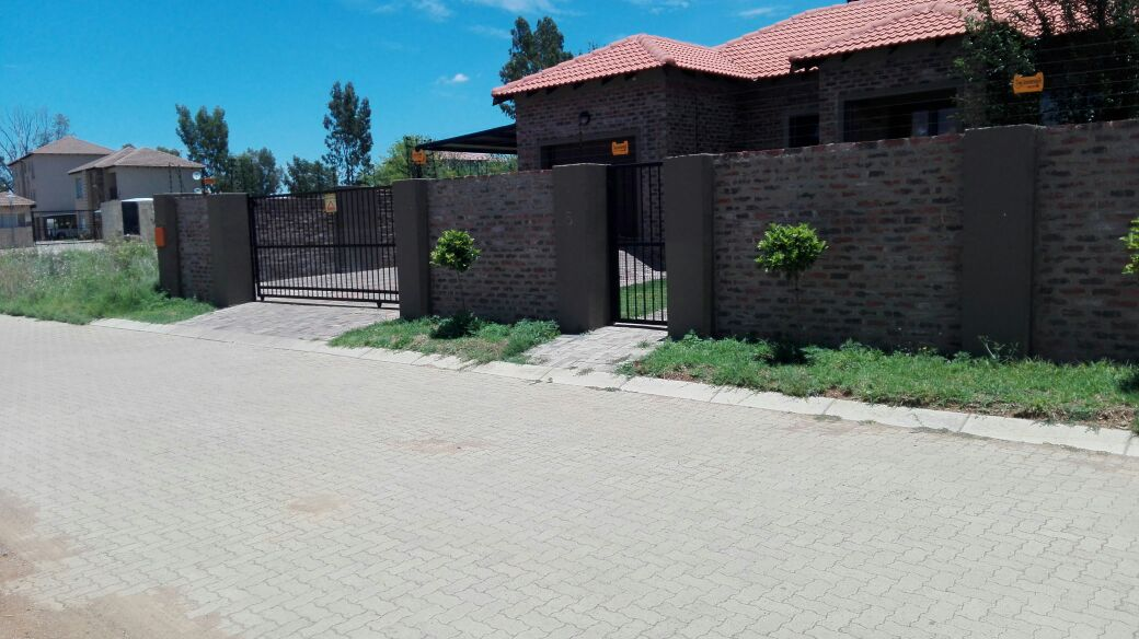 3 BedroomHouse For Sale In Baillie Park & Ext