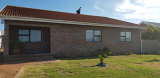 Spacious and modern, neat 4 bedroom house
