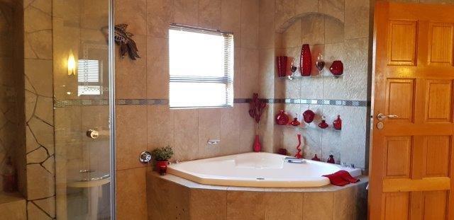 Master Bathroom.jpeg