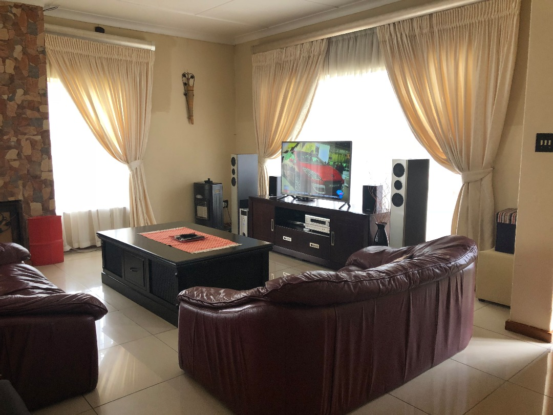 6 BedroomHouse For Sale In Tulisa Park