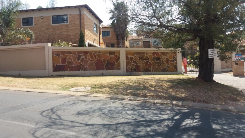 3 BedroomTownhouse To Rent In Oakdene