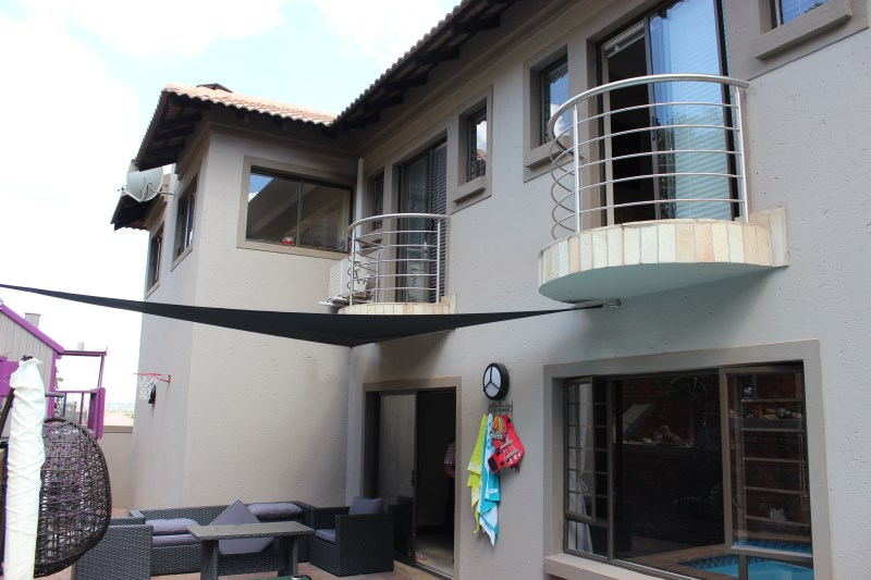 Full titel 3 bedroom house in security complex for sale