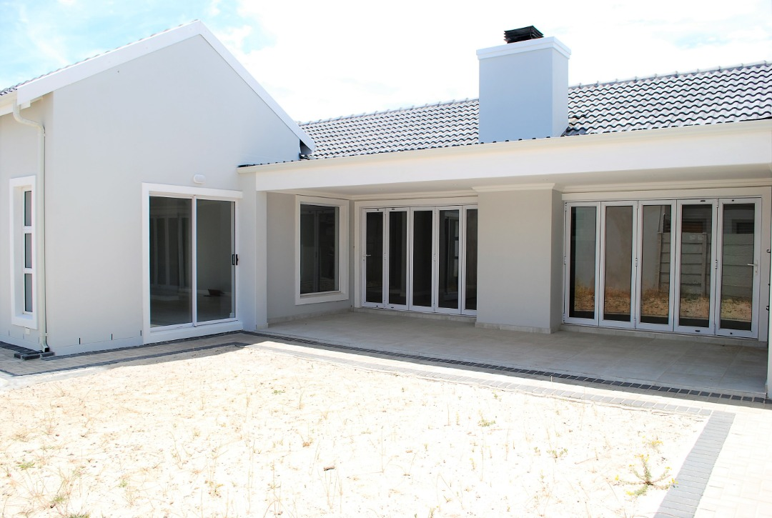 NO TRANSFER DUTY on this light airy home with quality finishes!
