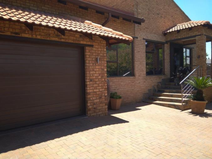 4 Bedroom House for sale in South Crest ENT0074904 : photo#1