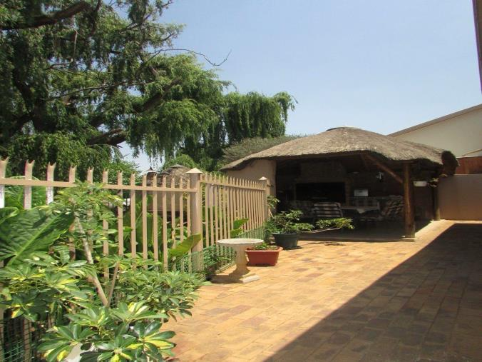 2 Bedroom House for sale in South Crest ENT0074616 : photo#0