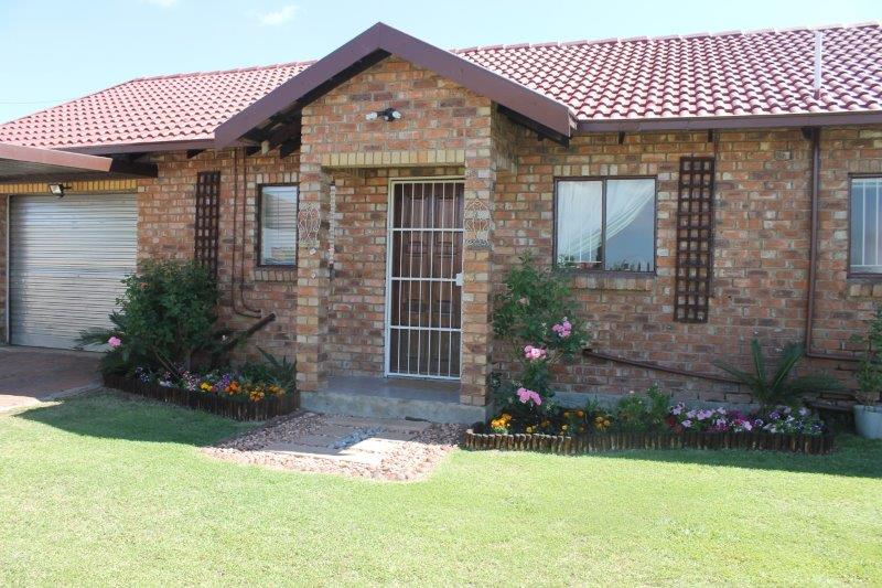 3 BedroomTownhouse For Sale In Secunda Ext 9