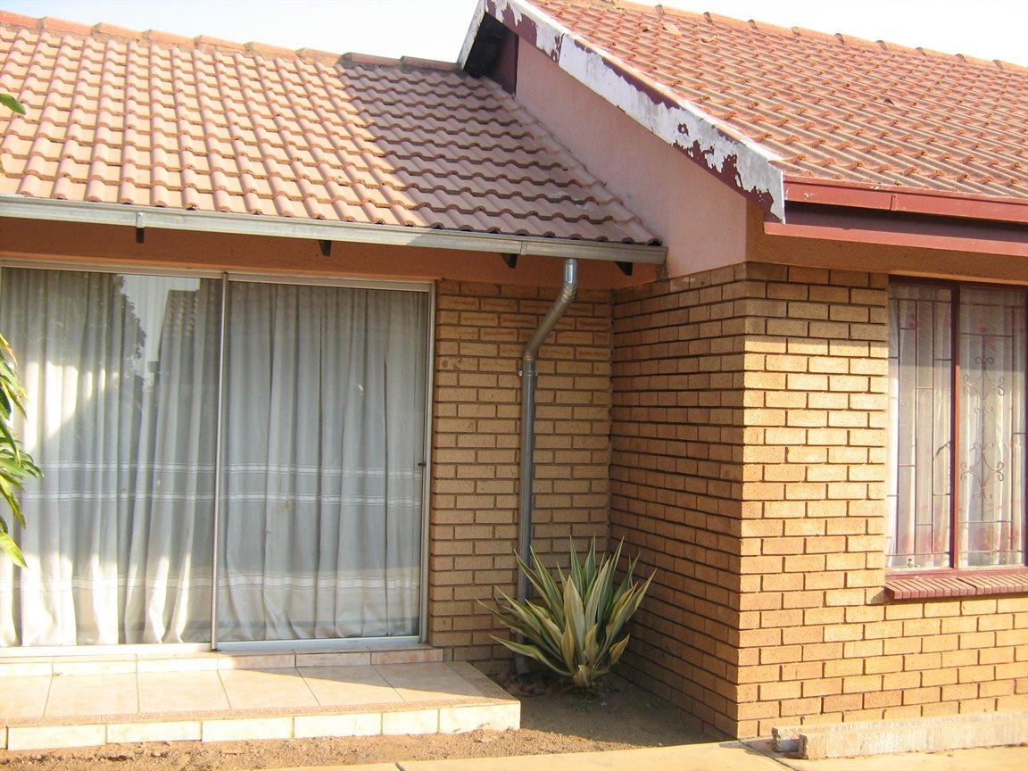 Soshanguve property for sale 136 soshanguve pretoria for Kitchen units soshanguve