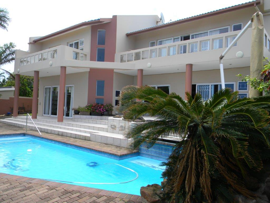 Large double story with breathtaking sea views & flatlet
