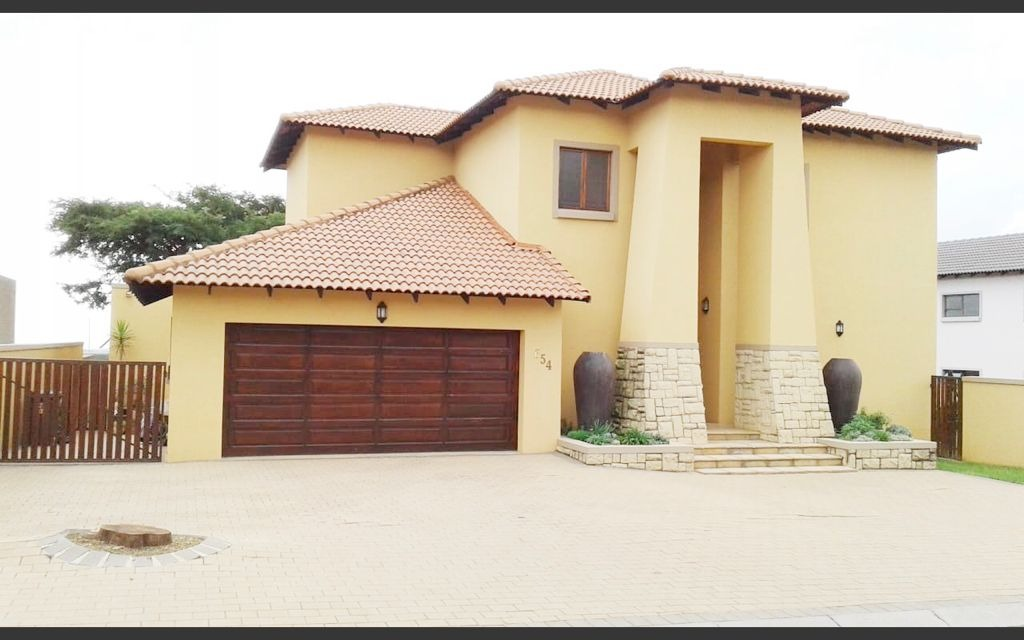 Stunning 6 bedroom house for sale in Carlswald north Estate