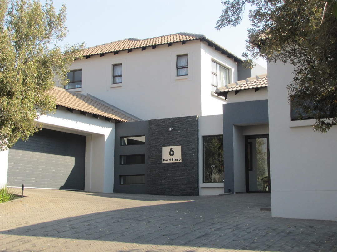 Very modern 5 bedroom house for sale in Midstream Estate