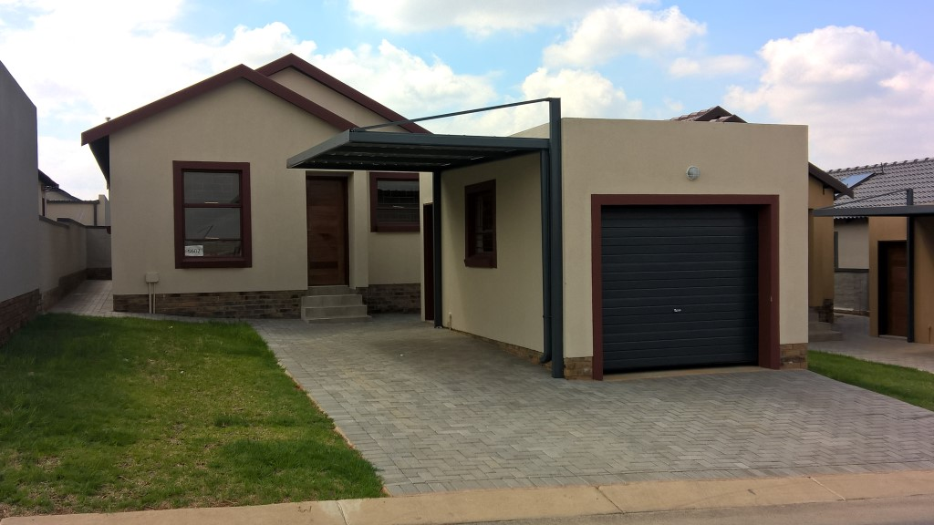 Full title house, private garden in secure estate