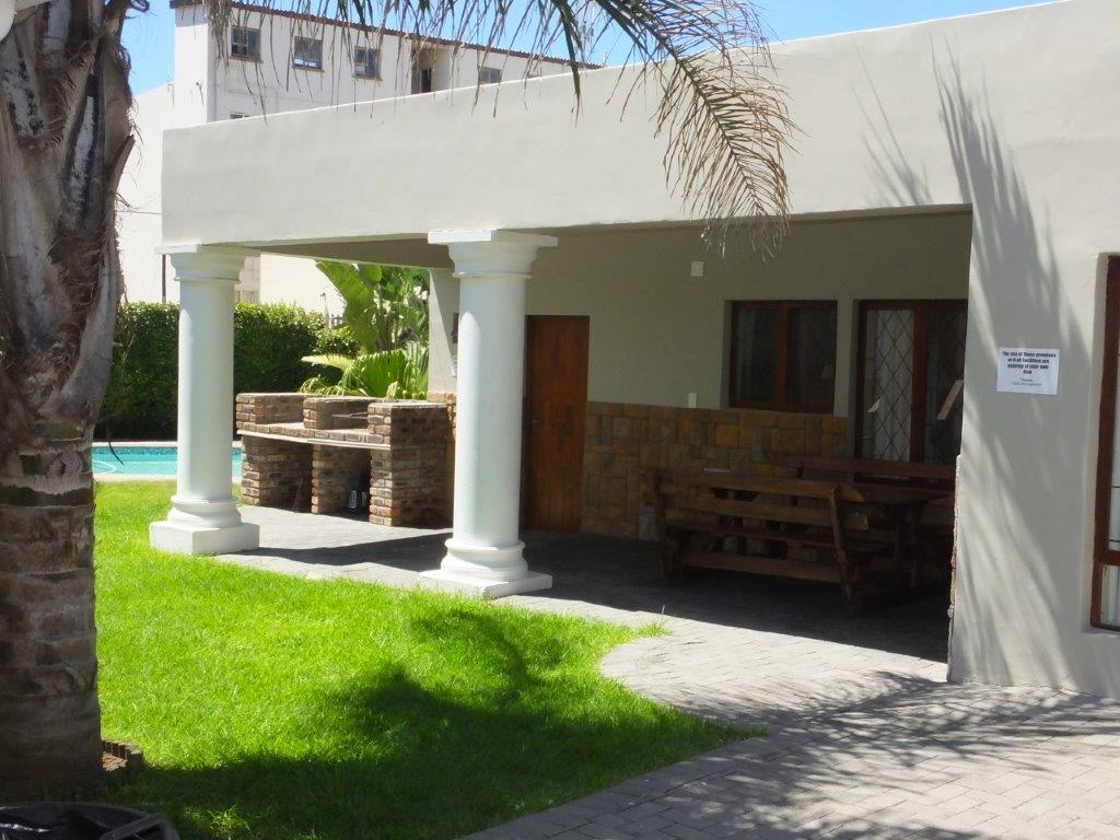10 BEDROOM GUESTHOUSE in SUMMERSTRAND – ZONED 3F