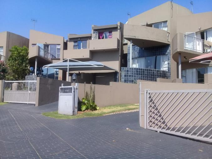 2 Bedroom Townhouse for sale in Bassonia ENT0067830 : photo#0