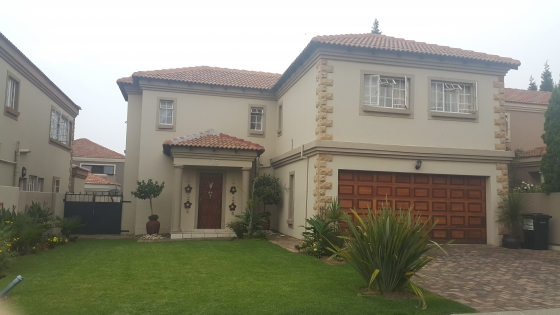 2 BedroomCluster For Sale In Brakpan North