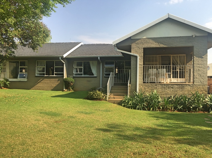 Lovely sunny 3 bedroom home with entertainment area and pool