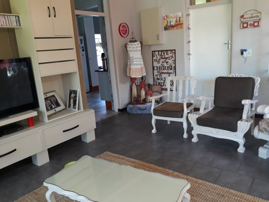 4 Bedroom House for sale in Florentia ENT0085926 : photo#12
