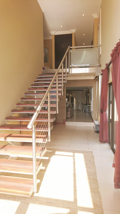 4 Bedroom House for sale in Olympus ENT0079759 : photo#1