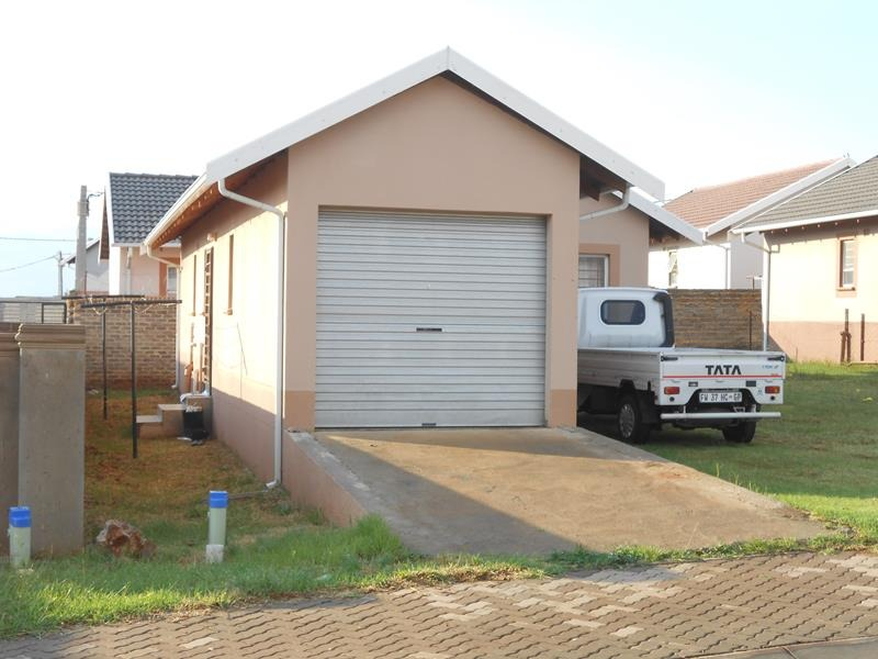 'DISTRESSED PROPERTY!!' 2 BED, 1 BATH - Hillside dev, Lenasia South