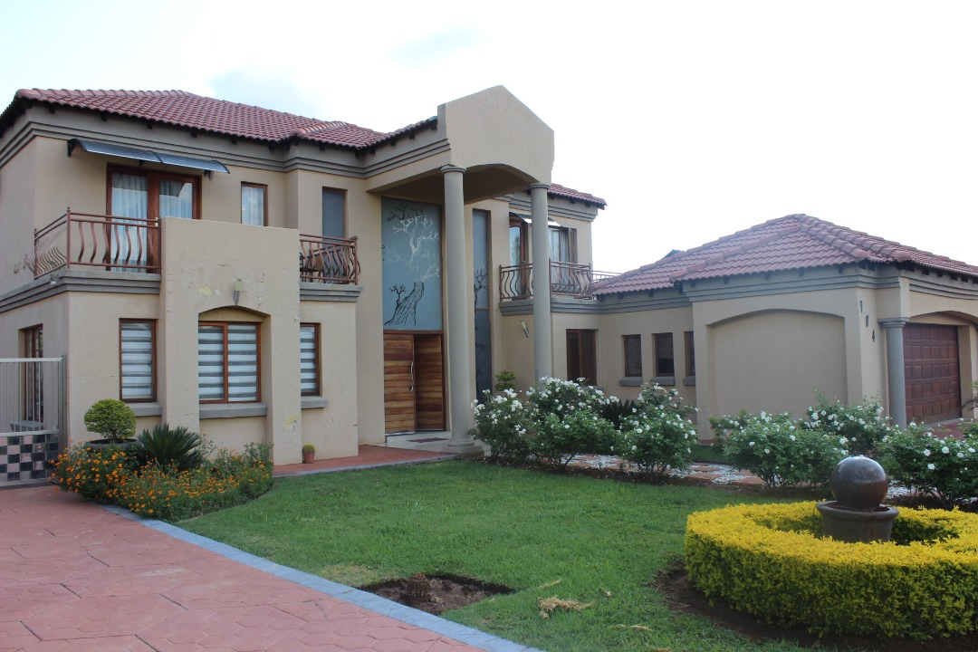 TWO HOUSES FOR SALE IN ZAMBEZI COUNTRY ESTATE!!!!!