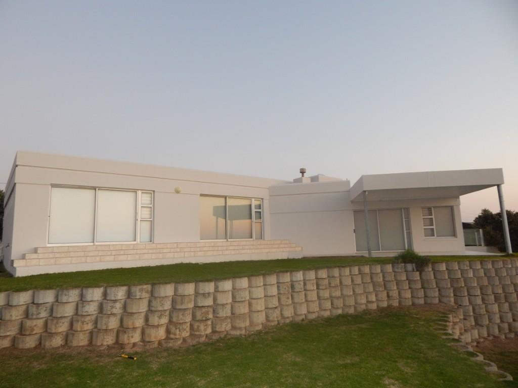 3 BedroomHouse For Sale In Boggomsbaai