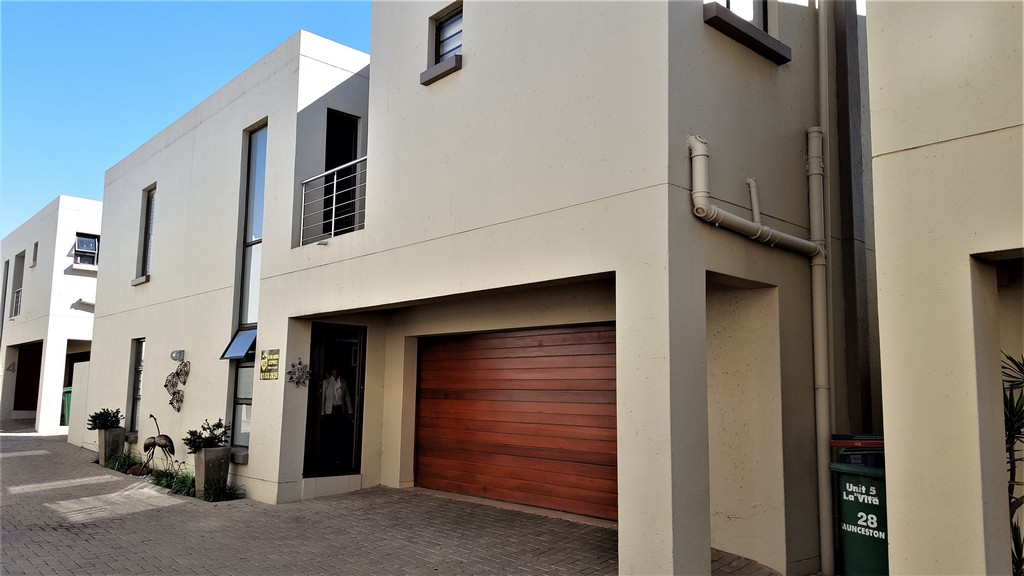 4 Bedroom Townhouse for sale in New Redruth ENT0031082 : photo#0